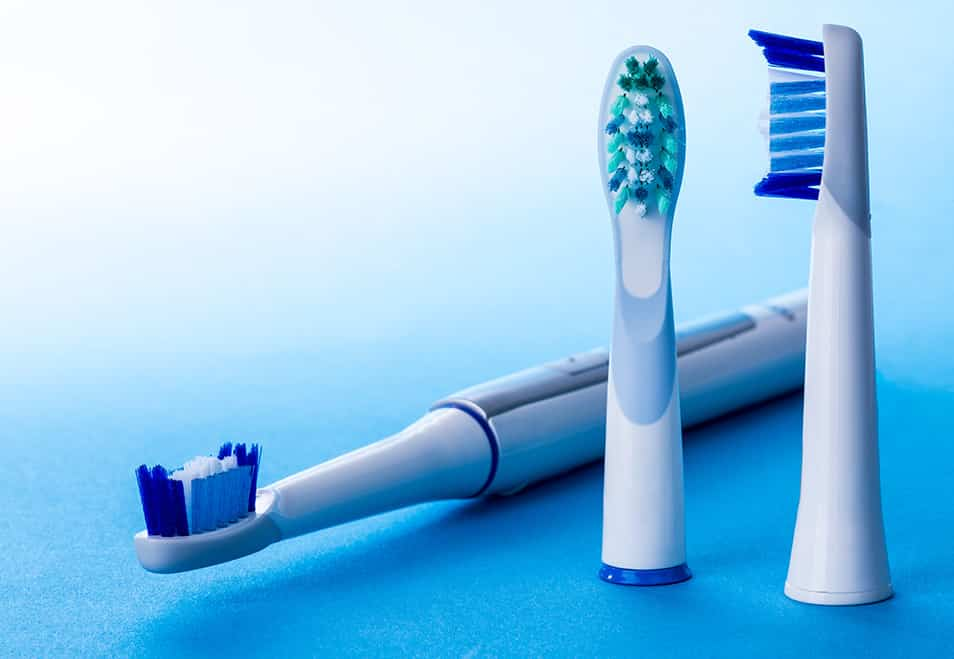 Die elektrische Zahnbürste richtig reinigen